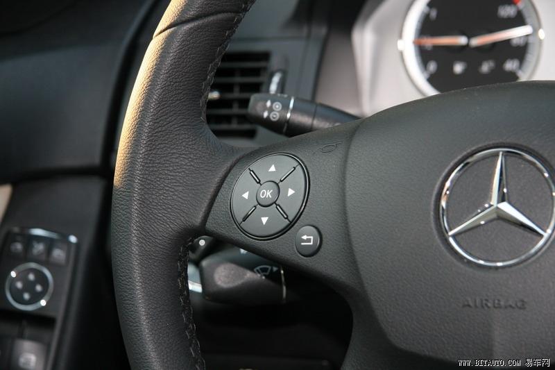 方向盘右侧多功能按键
