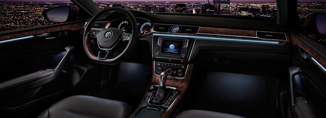 又小又大包你爽 评测大众帕萨特280TSI 对于购买大多数中级车的消费者,更多的会选择2.0/2.4升自然吸气发动机,或1.8T/2.0T涡轮增压发动机,大众家族的1.4T发动机或许和消费者们传统思想中的中级车身份并不相符... 查看更多