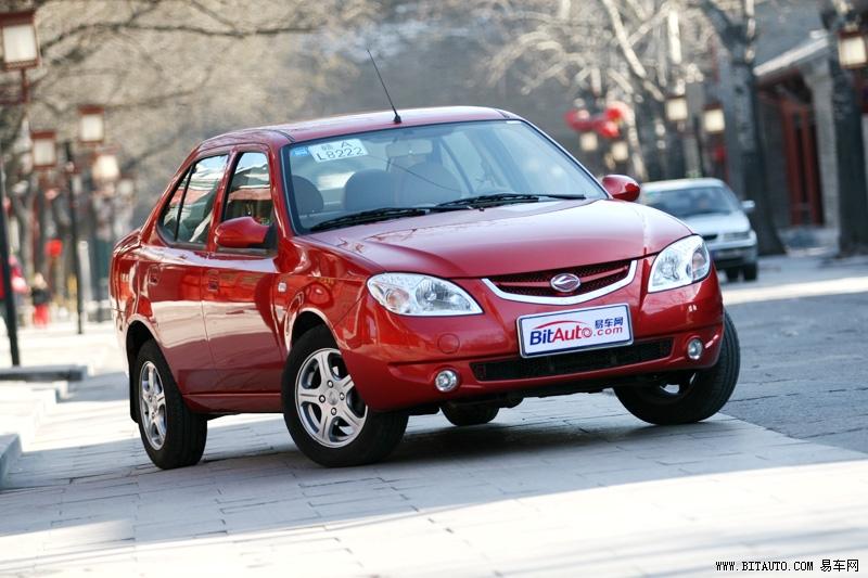 其实和其他自主品牌轿车一样,陆风风华的设计平台源自长安福特